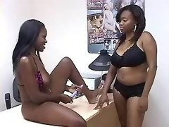 Three black lesbians make oralsex outdoor